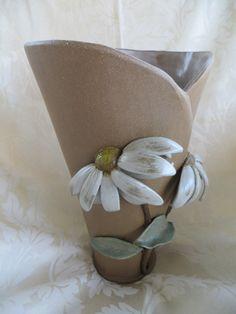 Daisy Vase by Linda Leonforte