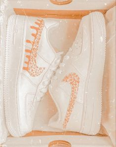 Cute Sneakers, Sneakers Mode, Sneakers Fashion, Shoes Sneakers, Jordan Shoes Girls, Girls Shoes, Nike Shoes Air Force, White Nike Shoes, Aesthetic Shoes