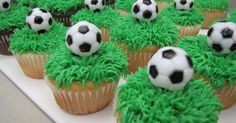 cupcakes f r fu ballfans tischdeko sport pinterest cupcakes fu ball und bowle. Black Bedroom Furniture Sets. Home Design Ideas