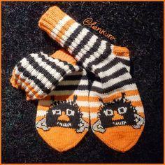 Haisulit (oma malli) Crochet Socks, Knit Or Crochet, Lace Knitting, Knitting Socks, Embroidery Patterns, Knitting Patterns, Japanese Embroidery, Wool Socks, Knitting Accessories