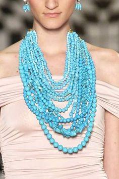 Francesca Romana Diana runway, turquoise necklace, City: Rio de Janeiro.