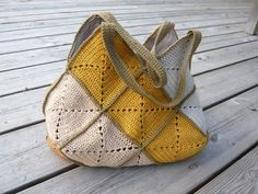 Solid Granny Square Bag. Love the contrasting handles and seams.