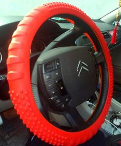 High Quality Fashion Muti Color Leather Texture Car Auto Silicone Steering Wheel Glove Cover Soft Universal Auto SuppliesHT-2170 SMS - F A S H I O N http://www.sms.hr/products/high-quality-fashion-muti-color-leather-texture-car-auto-silicone-steering-wheel-glove-cover-soft-universal-auto-suppliesht-2170/ US $6.88