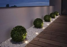 "Gartenleuchten – schönes Licht für draußen: Mobil: LED-Gartenleuchte ""Oco"" von Santa & Cole Just as big as two paperclips are the ""Noxlite LED Garden Spots"" from Osram. Nine of them are connected to a 10 meter cable with … Back Gardens, Outdoor Gardens, Small Front Gardens, Modern Front Yard, Front Yard Ideas, Front Garden Ideas Driveway, Front Yard Design, Front Yard Fence Ideas Curb Appeal, Front Yard Decor"