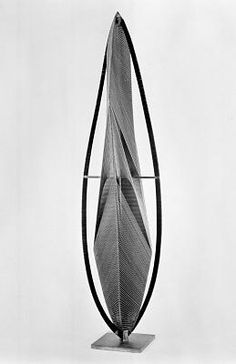 Vertical Construction No. 1 / Naum Gabo / 1964-1965 / Brass and stainless steel wire