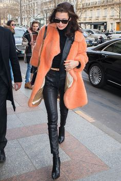 Белла Хадид в брюках Unravel Project в Париже