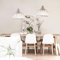 Johanna, one of our founders, has a home that is a beautiful balance of white and wooden shades. Peony lamps create a lovely atmosphere around the dining room table 💫⠀ Beautiful Lights, Ceiling Lamp, Dining Room Table, Peony, Light Fixtures, Lamps, Shades, Table Decorations, Contemporary