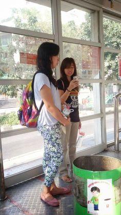Titserysa: Going around Jakarta, public transportation guide Go Around, Public Transport, Jakarta, Transportation, Harem Pants, Capri, Harem Trousers, Isle Of Capri