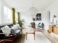Light and airy living room with a mid-century touch Scandinavian Interior Living Room, Living Room Interior, Home, Interior, Living Spaces, Urban Interiors, Home Decor, Room Interior Design, Room