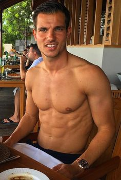 Cédric Soares Southampton Fc, Self Defense, Football Players, Cute Guys, Inspiration, Hs Sports, Men, Hairstyle Man, Soccer Players
