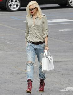 Las famosas también necesitan gafas de vista, aquí podemos a ver a Gwen Stefani con su gafa de pasta.