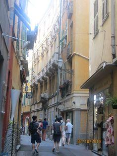 06 Nice, Palais Lascaris. Ce palais noble a été édifié au milieu du 17°s, pour les Comtes Lascaris-Vintimille, neveux du 57° grand-maître de l'Ordre de Malte. Il demeura la propriété de cette famille jusqu'à la Révolution. Vendu en 1802 il subit d'importantes dégradations.