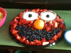 Elmo fruit platter!  Too cute!  My friend's mother-in-law made this for her little girl's birthday party!  So creative!