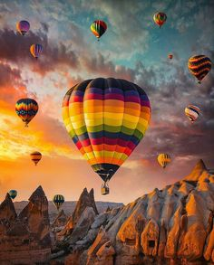 Cappadocia Turkey - by Tanınmamış Kişi Beautiful Places To Visit, Beautiful World, Cool Photos, Beautiful Pictures, Air Ballon, Hot Air Balloons, Balloon Rides, Jolie Photo, Beautiful Landscapes