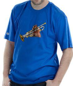 Camiseta estampada com a bela imagem de um Trompete sendo tocado