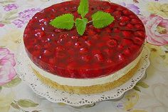Frische Himbeertorte mit Schmand Fresh raspberry cake with sour cream from BärbelW Authentic Mexican Desserts, Cupcakes Amor, Chocolate Tres Leches Cake, Easy Homemade Burgers, Sour Cream Cake, Light Cakes, Milk Cake, Raspberry Cake, Moist Cakes