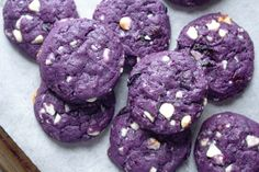 These Beautiful Vegan Blueberry Cookies Are Going Viral on TikTok—Here's How to Bake Them Crinkle Cookies, Chip Cookies, Cookies Et Biscuits, Raisin Cookies, White Chocolate Cookies, White Chocolate Chips, White Chocolate Recipes, Hot Chocolate, Blueberry Cookies