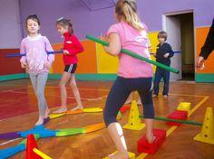 gimnastyka z różnymi przyborami