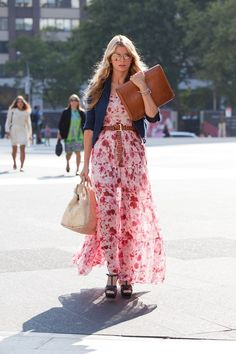 beautiful maxi dress, love that oversized clutch too!