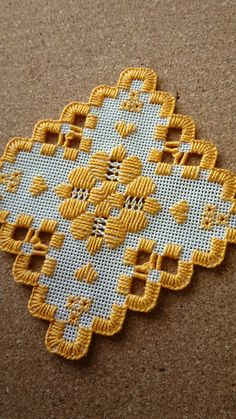 Hardanger Embroidery, Cross Stitch Embroidery, Cat Cross Stitches, Hello Kitty Wallpaper, Bead Loom Patterns, Bargello, Christmas Cross, Loom Beading, Couture