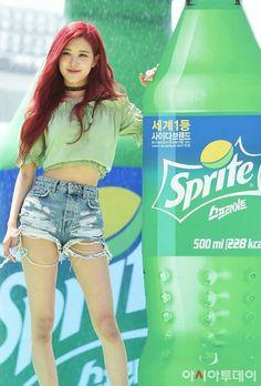Kpop Girl Groups, Korean Girl Groups, Kpop Girls, K Pop, Rose Park, Kim Jisoo, Young Blood, Blackpink Fashion, Park Chaeyoung
