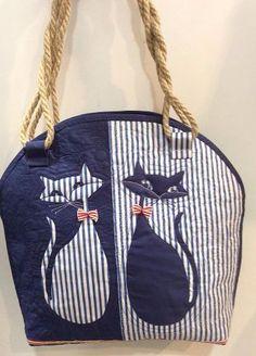 Cat handbag or tote to make Patchwork Bags, Quilted Bag, Denim Handbags, Cat Bag, Cat Quilt, Denim Crafts, Denim Bag, Fabric Bags, Tote Purse