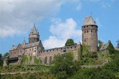 De 25 mooiste kastelen in Duitsland - Burg Altena op een bergtop bij het stadje Altena in Noordrijn-Westfalen