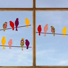 All you need to make this autumn window decoration is some self-adhesive foil and my free bird template! (in German)