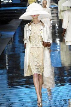 Valentino Spring 2008 Couture Fashion Show - Alexandra Tomlinson (NATHALIE)