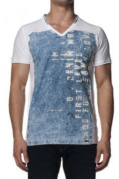 100% AlgodãoT-Shirt 1st Level com frente em denim, decote em V, manga curta, mistura de matérias primas e fit slim