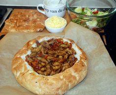 New Meat Lovers Casserole Recipe Ideas Lunch Snacks, Easy Snacks, Easy Meals, Dutch Recipes, Cooking Recipes, No Cook Meals, Kids Meals, Cooking For Dummies, Lunch Restaurants