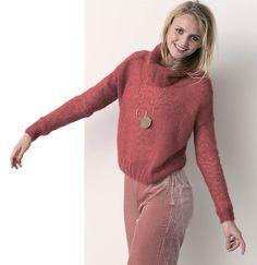 Короткий мохеровый свитер
