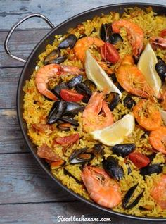 Paella with easy seafood La Paella Recipe, Rice Dishes, Food Dishes, Morrocan Food, Moroccan Dishes, Seafood Recipes, Cooking Recipes, Horchata, Taiwan Food