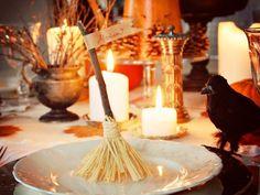 tischdeko herbst halloween ideen besen hexe tischkarte