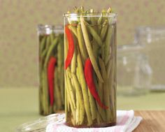 ok these are stupidly good. For sure making spicy pickled green beans this summer. Spicy Green Beans, Pickled Green Beans, Homemade Pickles, How To Make Homemade, Vinegar, Summer Time, Harvest, Side Dishes, Frozen