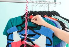 Trucchi e segreti per organizzare l'armadio perfettamente. Erika, Outdoor Decor, Healthy, Fashion, Moda, Fashion Styles, Health, Fashion Illustrations