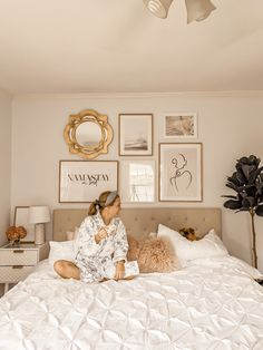 Gallery Wall Made Easy with Desenio - Pretty in Pink Megan Pink Bedroom Walls, Room Ideas Bedroom, Home Bedroom, Bedroom Decor, Classy Bedroom Ideas, New York Bedroom, Parisian Bedroom, Room Wall Decor, Pink Walls