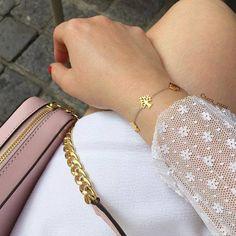 Vielen Dank an @tara_zuzu für ihren Beitrag mit Foto auf Instagram: So in love with my @juliejulsenjewellery bracelet #treeoflife #poemsoflife #juliejulsen #juliejulsenjewellery #jewellery #jujuje Übrigens: Die neue Kollektion #Petite von Julie Julsen gibt es hier bei deinem Juwelier.