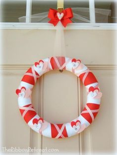 Valentine's Day Wrapped Ribbon Wreath, 2014 Valentine's Day Wreath Idea, 2014 Lover's Day Wreath