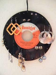 ♪ Ohrring-Halter aus Schallplatte