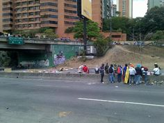 1:00 pm Autopista Prados del Este, cerrada en Santa Fe #Caracas pic.twitter.com/GjZdT8hQk8 (vía @pedroluisflores) #21A