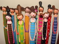 (USE plastic bottle for body, newspaper tube for arms, radboard cutout for hair) Vanda Palma by Vidas Crafty, via Flickr