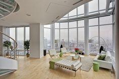 Séjour moderne et luxueux de cet appartement de standing avec vue magnifique sur la ville