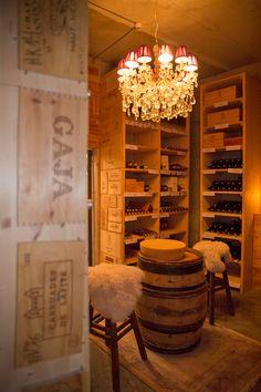 Der Wein- und Champagnerkeller im Hotel Bergwelt in Obergurgl, Tirol, mit Weinen für Einsteiger über aufstrebende Gewächse der österreichischen Top-Winzer bis hin zu großen Weinen und Raritäten der besten Jahrgänge. Hotel Berg, Restaurants, Bar, Fine Dining, Wine Cellars, Crying, Champagne, Restaurant, Diners