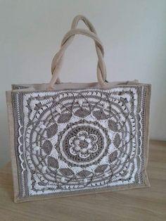 mooi gemaakt -ah Crochet Stitches, Crochet Patterns, How To Make Purses, Crochet Sandals, Crochet Decoration, Jute Bags, Tapestry Crochet, Crochet Purses, Knitted Bags