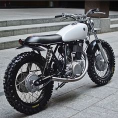 "wildbutgentleman: "" dropmoto: "" London's @auto_fabrica seems incapable of doing wrong. Another stunning build in this Yamaha SR400 with endless flowing style, titled 7C. Full story on @pipeburn. #dropmoto #builtnotbought #yamaha #sr400..."