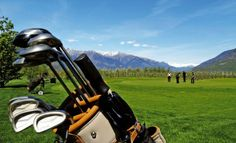 Anyone who loves golf will love South Tyrol. The many hours of sunshine, the fresh Alpine air, the magnificent mountain backdrop and the varied