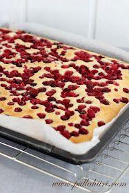 Yhden kulhon marjapiirakka (pellillinen) / One bowl berry bars Scandinavian Food, Sweet Pastries, Baking Recipes, Meal Prep, Waffles, Brunch, Food And Drink, Sweets, Homemade