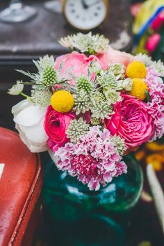 Decor Inspiration: a bohemian wedding - Decoration For Home Amy, Bohemian Wedding Decorations, Bohemian Decor, Mughal Paintings, Gypsy Wedding, Deco Floral, Rose Bouquet, Colorful Rugs, Flower Power