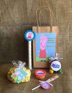 Peppa Pig Party Favors and Bags - Personalized - Goodie Bag Bundle - Birthday Party - PlayDoh Popcorn Lollipop Marshmallow Twist Bubble Gum - MyPartyElements Pig Birthday, 4th Birthday Parties, Birthday Party Decorations, Birthday Ideas, Cumple Peppa Pig, George Pig, Alice, Party Favor Bags, Bubble Gum